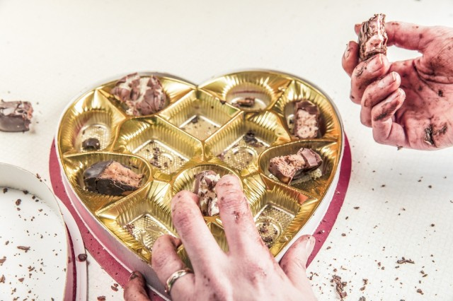 eating-candy-chocolate_Visualhunt_CC0