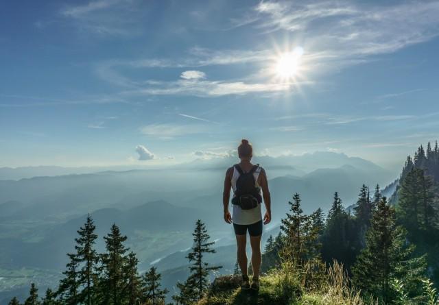 Journey_hiker-standing-Visualhunt_CC0