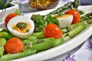 Low Carb kann, wenn Wert auf gute Qualität der Lebensmittel gelegt wird, sehr gesund sein.