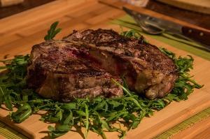 """Tierische Proteinquellen sind ein zentraler Bestandteil der meisten """"Low Carb"""" Ernährungsformen."""