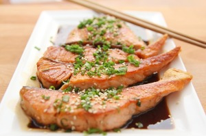 Recommended are fish like herring, trout, mackerel, salmon, anchovy, and prawns because their mercury contamination is usually low.
